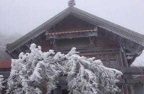Mưa tuyết bất ngờ rơi ở Sa Pa: Đó là hiện tượng bình thường, không có đột biến về thời tiết