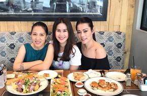 Thân Thúy Hà khoe ảnh cùng bà xã Phạm Anh Khoa hẹn hò vui vẻ với bạn bè