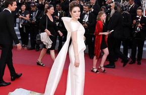 Sau 2 ngày vắng mặt, Lý Nhã Kỳ diện váy dài quét đất trở lại ấn tượng trên thảm đỏ Cannes