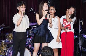 Hương Tràm rơm rớm nước mắt khi đón sinh nhật hoành tráng với fan