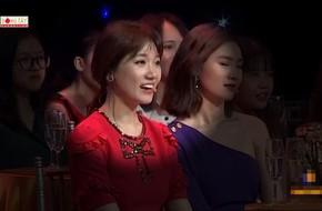 Hari Won cười gượng gạo khi nghe thấy tên Tiến Đạt, MC Lại Văn Sâm vội gỡ rối