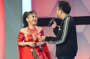Việt Hương đấu tiếng Anh như gió với Hoài Linh, tự nhận là người yêu của Tài Smile