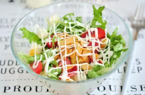 Salad rau quả thanh mát cho ngày nắng lên