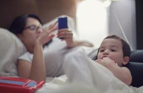 """""""Con ghét chiếc điện thoại của mẹ!"""" - tâm thư của của cậu bé lớp 2 khiến bố mẹ phải nhìn lại mình"""