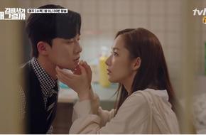 Park Seo Joon ôm ghì chặt Park Min Young thì thầm nói yêu cô thật nhiều