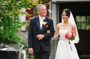 Chùm ảnh: Nhìn phản ứng của những người đàn ông này trong ngày con lên xe hoa mới thấy con gái quả thật là báu vật vô giá đối với bố