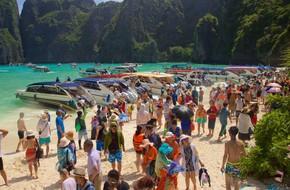 3 điểm du lịch nổi tiếng thế giới phải đóng cửa vì... quá đông khách