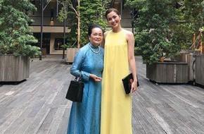 Mẹ ruột Tăng Thanh Hà đẹp sang trọng khi xuất hiện cùng cô con gái nổi tiếng