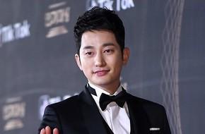 4 năm sau scandal cưỡng dâm, Park Shi Hoo nhận giải Nam diễn viên xuất sắc tại KBS Drama Awards 2017