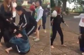Clip 2 nhóm nữ sinh dùng mũ bảo hiểm đánh nhau khiến nhiều người bức xúc