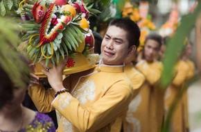 Người yêu cũ mời đi đám cưới, anh chàng đã né mà vẫn bị nhờ 'anh đi cùng nhà trai bưng tráp cho em'