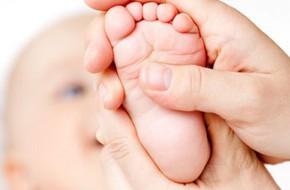 Dùng dầu gió cho trẻ sơ sinh: Suýt nguy!