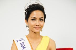 LIVESTREAM: Hoa hậu H'Hen Niê thừa nhận không có tiền, vất vả đi mượn đồ để thi Hoa hậu