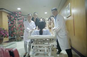 'Glee': Angela Phương Trinh gào khóc trên giường chuẩn bị hạ sinh con của Hữu Vi