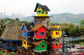 Ngôi nhà trên cây đầy màu sắc