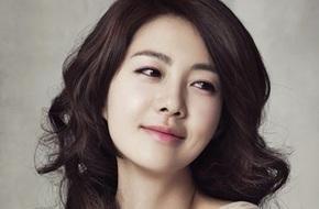 """Nữ hoàng Seon Deok"" Lee Yo Won sinh con gái thứ hai"