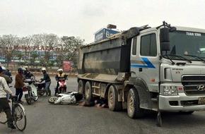 Hà Nội: Một phụ nữ bị xe tải cuốn vào gầm tử vong