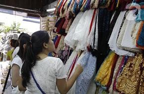 Review 5 khu chợ bán quần áo rẻ, đẹp, chất lượng nhất Sài Gòn