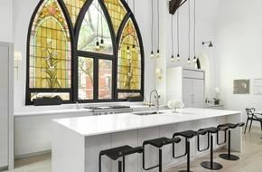 Cửa kính màu - xu hướng thiết kế mới cho  phòng bếp đẹp lung linh