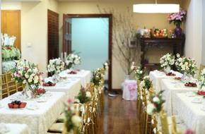 Chỉ vỏn vẹn 30m² trong căn hộ chung cư, cặp đôi ở Hà Nội đã trang trí nhà ngày ăn hỏi đẹp lung linh