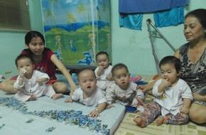 Ghé thăm bà mẹ sinh 5 đầu tiên tại Việt Nam