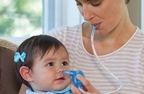 Một số lưu ý quan trọng khi hút mũi cho con