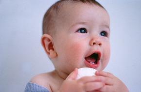 4 cách đơn giản giúp bé giảm đau khi mọc răng sữa