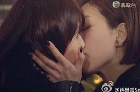 TVB lại gây choáng với cảnh hôn đồng tính nữ