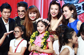 """""""Công chúa tóc mây"""" Hồng Minh trở thành Quán quân The Voice Kids 2015"""
