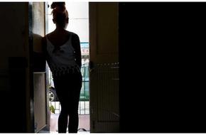 Tự sự đau đớn của gái bán dâm: Bị đánh đập, bóp cổ và đối xử như búp bê tình dục