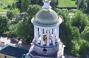 """Flycam ghi cảnh cặp đôi Nga """"quan hệ"""" ngay trên nóc tu viện"""