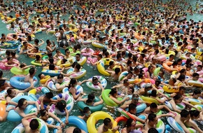 Bể bơi ở Trung Quốc bị phát hiện chứa quá nhiều... nước tiểu