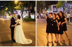 Dâu rể tha hồ chụp ảnh cưới, người dân thi nhau selfie giữa đường ngày phố đi bộ khai trương
