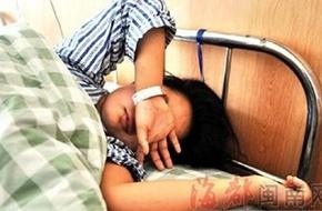 Bé gái 8 tuổi liệt nửa người sau khi chịu hình phạt chống đẩy trên lớp