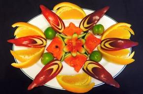 Chỉ với vài bước cắt tỉa trái cây đơn giản bạn đã có những đĩa quả đẹp ngất ngây