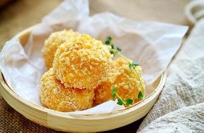 Xuýt xoa với món bánh khoai lang nhân phô mai chiên giòn tan thơm phức