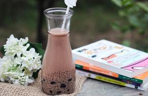Pha trà sữa trân châu ngọt ấm xua đi lạnh giá ngày đông
