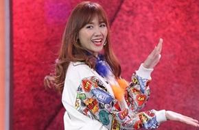 Hari Won tươi tắn nhảy múa không ngừng trên sân khấu