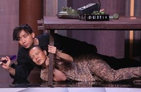 """Việt Hương hóa """"bà mẹ mù"""", bật khóc đầy xúc động trên sân khấu"""