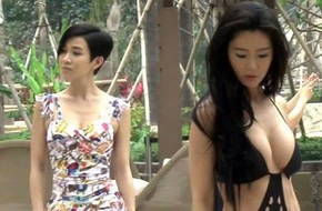"""Xa Thi Mạn lép vế trước mỹ nhân ngực """"khủng"""" Hàn Quốc"""