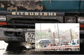 TP.HCM : Kẹt xe nhiều giờ do xe tải bất ngờ bốc cháy giữa cầu