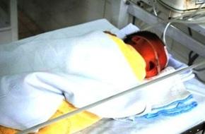 Kỳ diệu cháu bé bị đẻ rơi vào bồn cầu vẫn sống sót ở Thanh Hóa