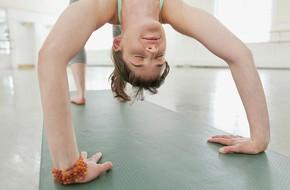 Đây là những gì bạn cần nhớ để phòng ngừa chấn thương cổ tay khi tập yoga