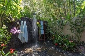 Những mẫu nhà tắm ngoài trời đẹp đến mức xua tan nắng nóng mùa hè