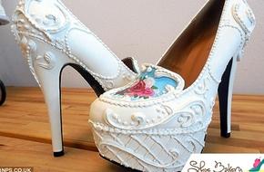 Những đôi giày giống hệt bánh kem