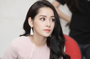 Vẻ đẹp ngọt ngào khiến ai cũng xao xuyến của Chi Pu khi làm MC