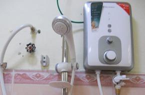 Bố chồng và con dâu bị điện giật chết trong nhà tắm