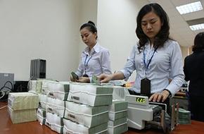 Nhân viên ngân hàng: Bận tối tăm mặt mũi, tiền cũng không có thời gian tiêu