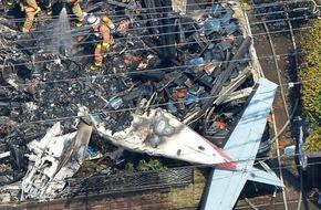 Máy bay đâm thẳng xuống nhà dân, bốc cháy ngùn ngụt