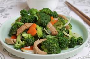Giòn ngọt ngon cơm với bông cải xanh xào cật heo